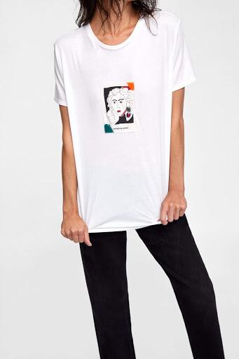 принт на белой футболке