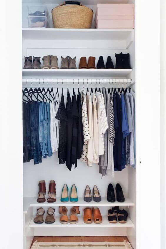 разобрать вещи в шкафу